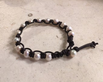 Black Bracelet - Macrame Jewelry - White Pearl Gemstones - Leather - Fashion - Trendy - Beaded