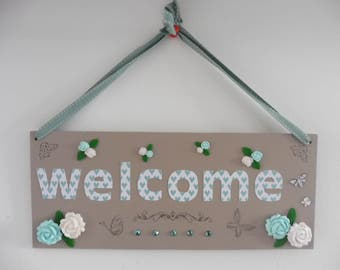 Welcome door plate. Wooden plate. Rose in fimo. Wall decoration. Decoration clay, white and mint