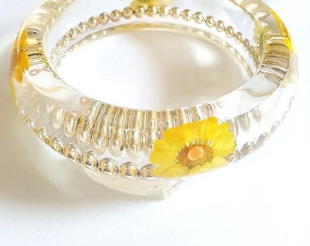 Size Small Yellow Chrysanthemum Bangle Bracelet, Cocktail Bangle,Real Flower Resin Jewelry, Bangle with Pressed Flowers And Glass Beads