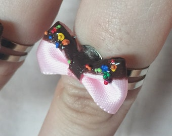 Mini chocolate covered bows with sprinkles rings