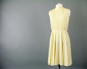 Vintage 1960s Ivory / Cream Pleated Dress - Modern Size 6, Small