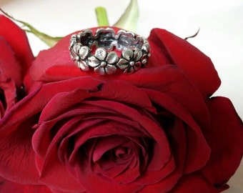 Sterling Silver Flower Ring Size 8
