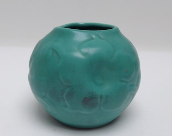 1930s triangular sea green vase with floral pattern 8 cm