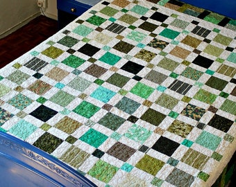 Twin Quilt, Green White Quilted Blanket, Full Bed Quilt, Large Throw, Dorm Bedding, Reversible Quilt, Patchwork Quilt, Quiltsy Handmade