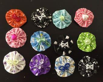 12 fleurs kanzashi,fleur en tissu ,yoyo,pour customiser vos créations,embellissement sac ,barrette,broche ,scrapbooking,fleur ,tissu lot N3