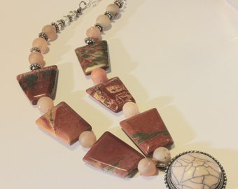 Agate and Geode Mother Earth necklace