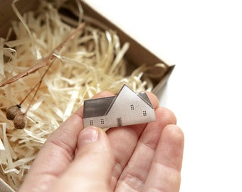 little house brooch 'summer homestead'/ house brooch, pin brooch, house pin, light grey house brooch.