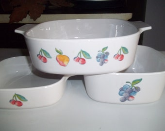 Corning Ware Set of 3- 1 Quart & 1 1/2 Quart, and 2 Quart Fruit