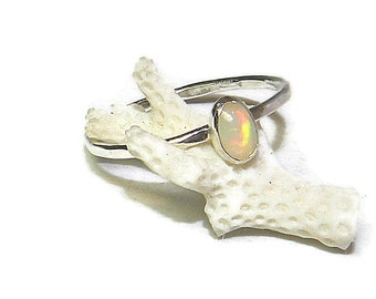 Dainty Welo Opal Oval Ring, Hammered Sterling Silver Stacking Ring with Natural Gemstone R160