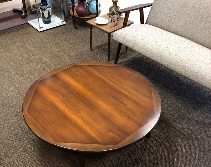 Mid Century Modern Round Walnut Cocktail / Coffee Table, C. 1960s, Decorative Inlaid Border