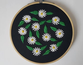 """Daisy Hand Embroidery in a 5"""" Wooden Hoop"""