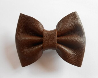 Hair bow in chocolate leather of 5.5 x 4 cm