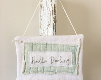 Vintage Fabric Sign 'Hello Darling' - Mint