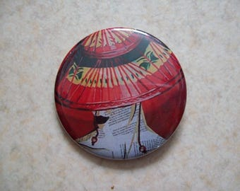 Artistic woman badge with 56 mm Red Hat