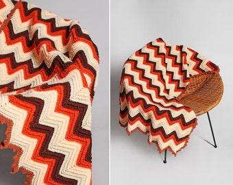 Vintage Orange et pêche couverture afghane - rayé Zig Zag au Crochet doux Boho Bohème Couch jet grand blanc brun rouge Chevron