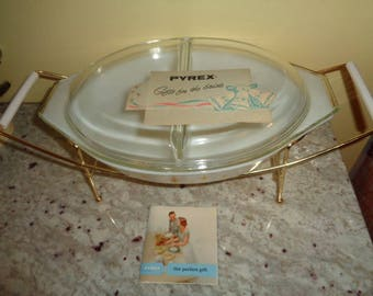 Amazing vintage Pyrex Atomic Starburst Yellow 3 pc Covered Casserole with Booklet card/Rack