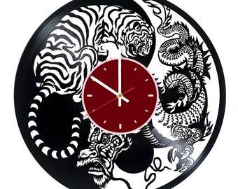 Yin and yang vinyl wall clock Chinese martial arts wall clock Yin and yang gift Chinese wall decor Yin and yang wall art Chinese wall clock