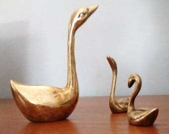 Swan and 2 cygnets, Leonard solid brass, nature decor, Vintage