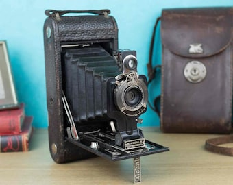 Antique No. 1A Autographic Kodak Jr. Camera with brown leather case