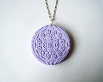 Pendant purple Oreo Cookie