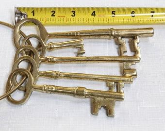 Large brass skeleton keys / jailhouse keys on brass ring/brass keys with ring...set of five