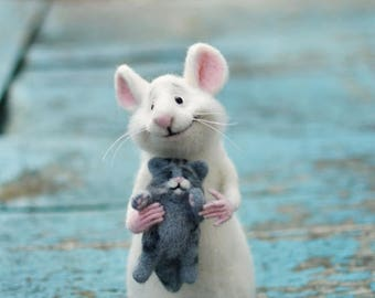 Needle felt mouse Mouse and cat Collectible doll Soft mouse Wool mouse Felt cat Felt kitty Felt mouse Mouse white Grey kitty White rat Rat
