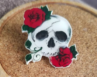 Skull and roses pin