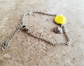 Steel bracelet with yellow bud and shell