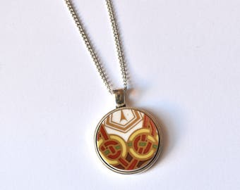 Simple Circle Broken Plate Pendant - Irish Celtic Knot - Recycled China