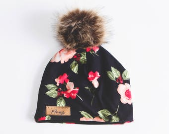 Tuque - Black with red flowers