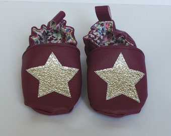 """""""Star"""" baby booties size 18/19"""