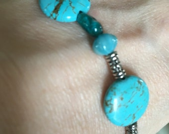 Glass and turquoise are colors of the sea.