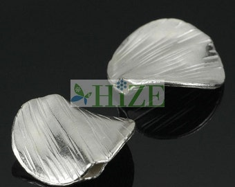HIZE SB502 Thai Karen Hill Tribe Silver Twisted Round Disc Focal Beads 17mm (4)
