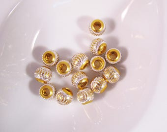 15 round carved 13 mm color gold foil beads