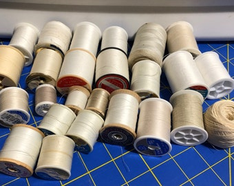 Vintage White and Off White Thread Spools, 25 Spool of Vintage Thread, Lot of White Thread, Off-White Thread, Ivory Thread