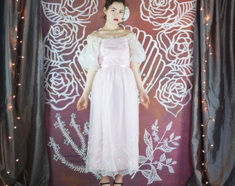 Pink fairy tale puffy sleeved dress with floral embroidery