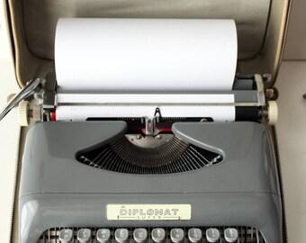 Diplomat 'Super' Manual Typewriter with Original Case and leaflet