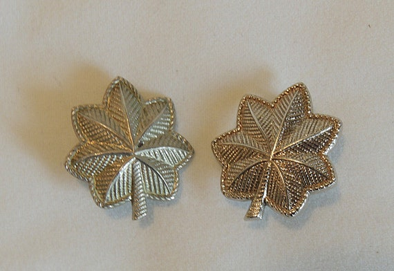 2 Vintage SHOULD-R-FORM US Army Oak Leaf Officer Rank Insignia pin
