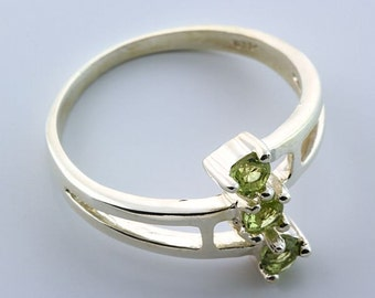 Sterling Silver 3-Stone Natural Peridot Ring August Birthstone