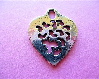 finely crafted 28 mm antique silver heart pendant charm