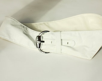 White Vintage Belt ... a Fashionista Statement Piece can fit for S and M
