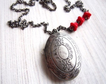 Anna Vintage Oval Locket in Crimson Red and Silver