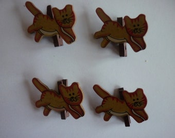 Mini clothespin Brown, red and white cats, sold in sets of 4.