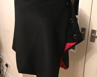 Black wrap with red lining