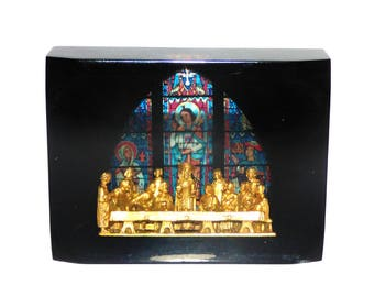 Vintage Lucite Paperweight with Gold Tone Last Supper and Stained Glass RARE