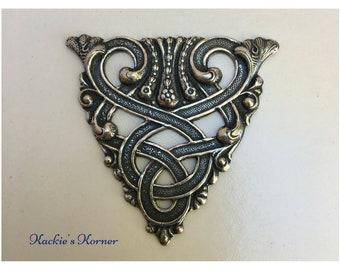 Art Nouveau Vintage Medallion #399
