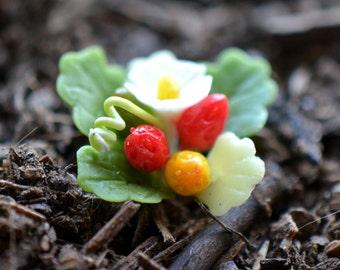 Miniature Strawberry Plant Flower Glass Terrarium Filler Hand Made Clay Plant Scale 1:12 Terrarium Supplies Jewelry Supplies (AU113)