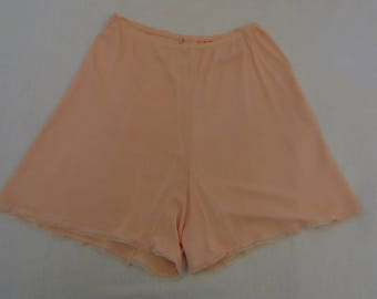 Vintage Lingerie - French Knickers, Tap Pants, Scanties - Peach - Medium