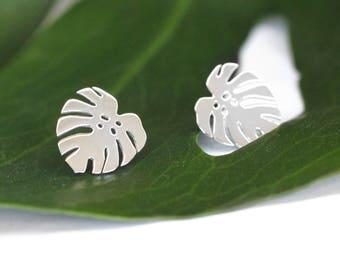 Monstera deliciosa studs - Leaf earrings - Monstera leaf earrings - Tropical leaf studs