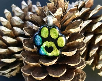 Paw print pendant with heart